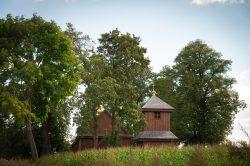 Maja Adamczyk - Cerkiew w Horostycie widoczna z pól