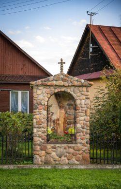 Maja Adamczyk - Przydrożna kapliczka w Wyrykach