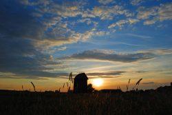 Marek Niedzielak - Wiatrak w Wyrykach o zachodzie słońca