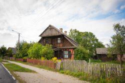 Monika Adamczyk - Starodawna chata we wsi Wyryki