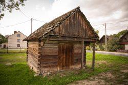 Monika Adamczyk - Starodawny, drewniany spichlerz we wsi Wyryki