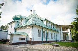 Monika Adamczyk - Szpital w Adampolu - widok z bliska