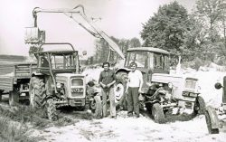 Budowa czynem społecznym fragmenu drogi w Suchawie - 1978 r.