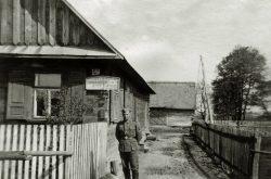 Żołnierz niemiecki w Wyrykach - ok 1940-1945 r.