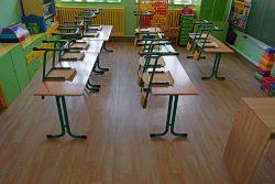 Zdjęcie przedstawia klasę w budynku Szkoły Podstawowej im. Jana Pawła II w Kaplonosach po wykonanych pracach termomodernizacyjnych