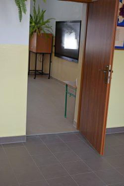 Zdjęcie przedstawia klasę w budynku Szkoły Podstawowej im. Armii Krajowej w Wyrykach po wykonanych pracach termomodernizacyjnych