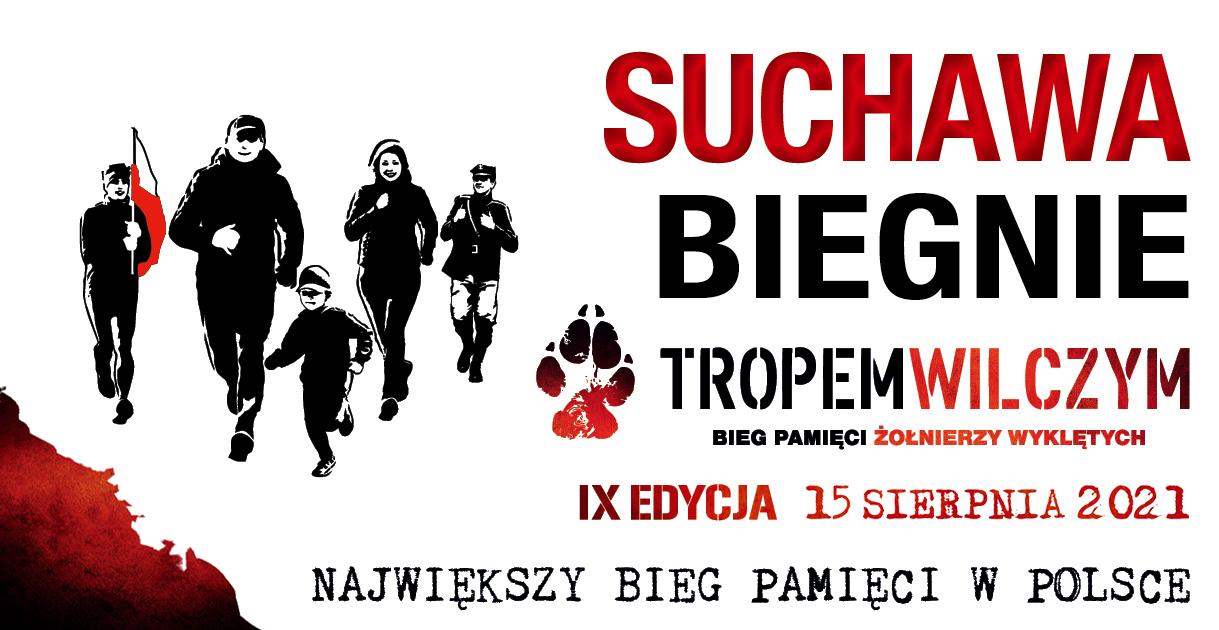 """Grafika zawiera tekst: """"SUCHAWA BIEGNIE"""", poniżej logo Tropem Wilczym """"Bieg Pamięci Żołnierzy Wyklętych, IX Edycja 15 sierpnia 2021, największy bieg pamięci w Polsce"""""""