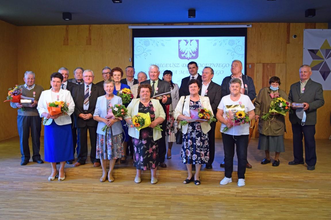 Jubilaci po odebraniu Odznaki Medalu za Długoletnie Pożycie Małżeńskie