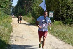Uczestnicy wydarzenia popdczas biegu.