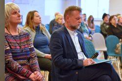 """Dyrektor GBP Wyryki Hanna Czelej oraz uczestnicy konferencji pt. """"Wokół kultury tradycyjnej Wyryk"""""""